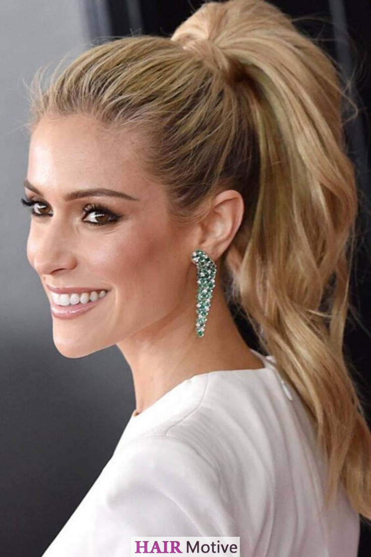 No matter the season, cute ponytail hairstyles are always in order as although many tend to associate ponytails with summer hairstyles, there are plenty of ways to make them fit in the colder seasons too. Click for inspiration! #ponytailhairstyles