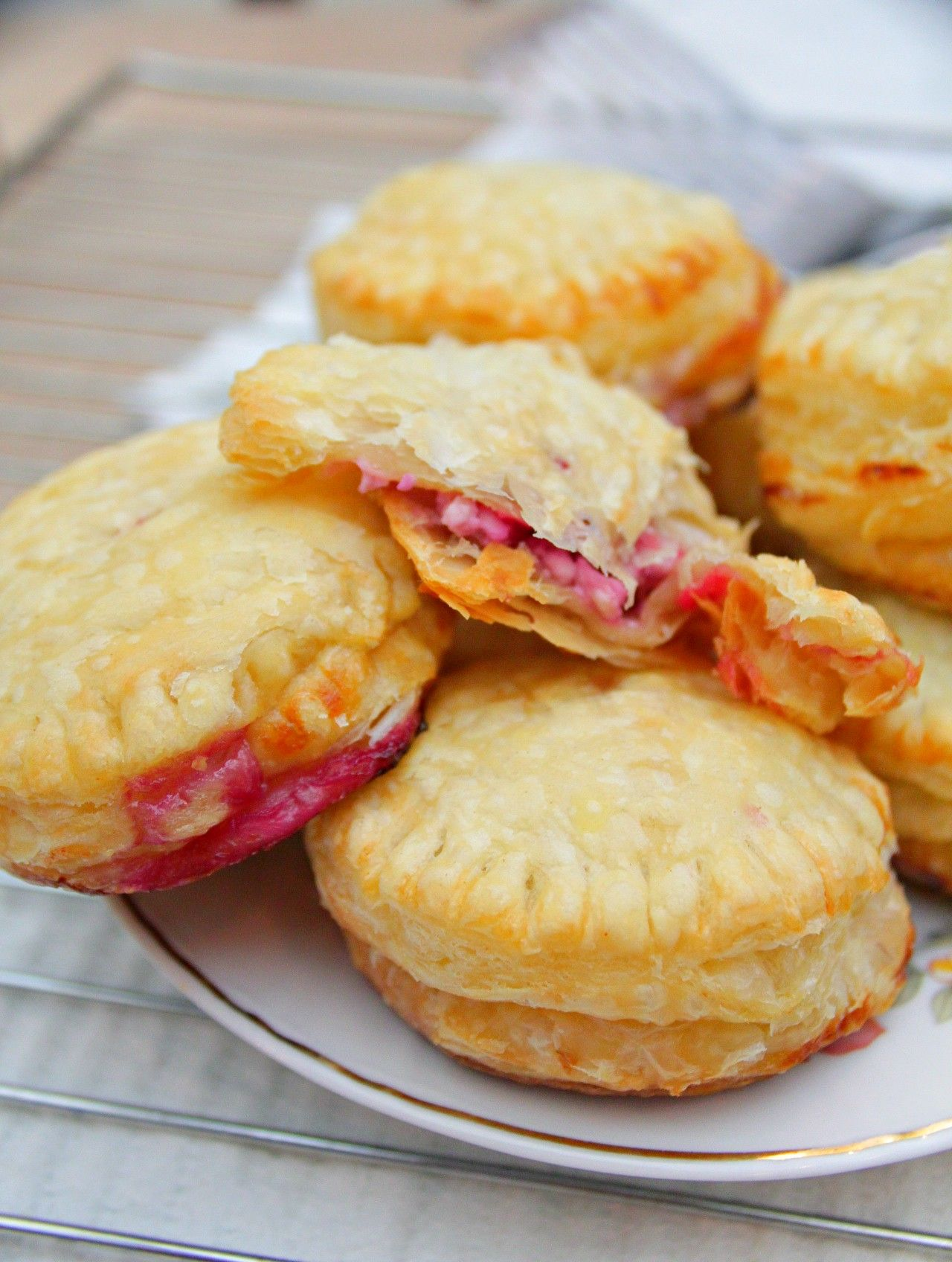 Need A Last Minute Dessert Or A Quick Fix For A Sweet Tooth Make These Brilliant Mini Raspberry Pies With Fresh Cot Raspberry Pie Quick Desert Recipes Recipes