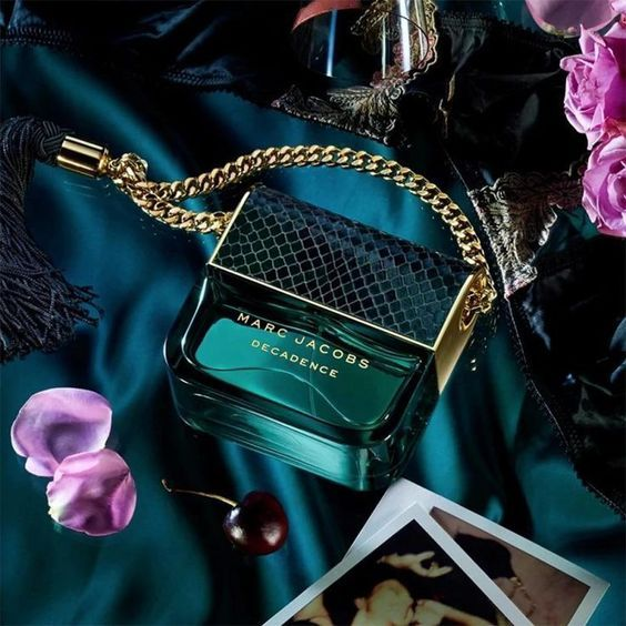Glamourously luxurious. Impulsively indulgent. Marc Jacobs Decadence is an invitation to indulge. It makes a statement with bold styling, luxurious craftsmanship and a revolutionary bottle design inspired by one of Marc Jacobs iconic handbags.