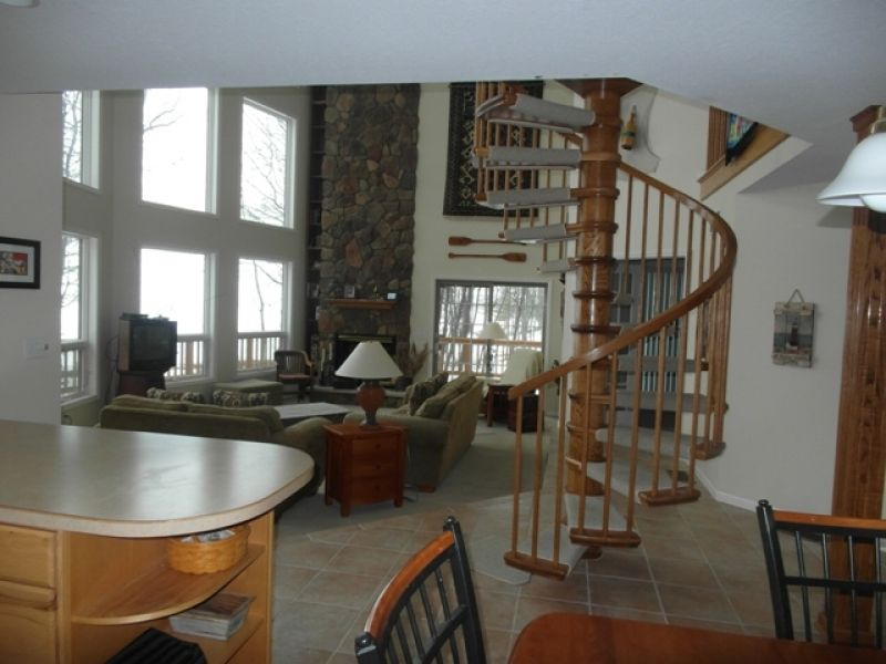 Paradise Awaits has over 2,000 square feet and a unique spiral staircase.  #petfriendly #interior