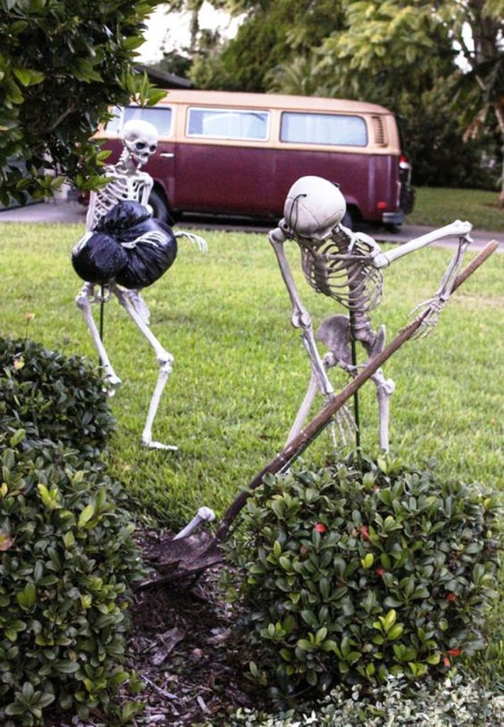 22 Do it Yourself Halloween Decorations Ideas random things