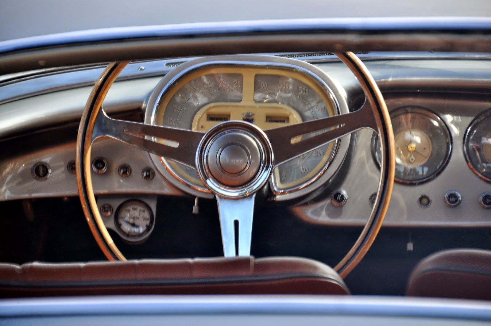 1953 Fiat V dashboard