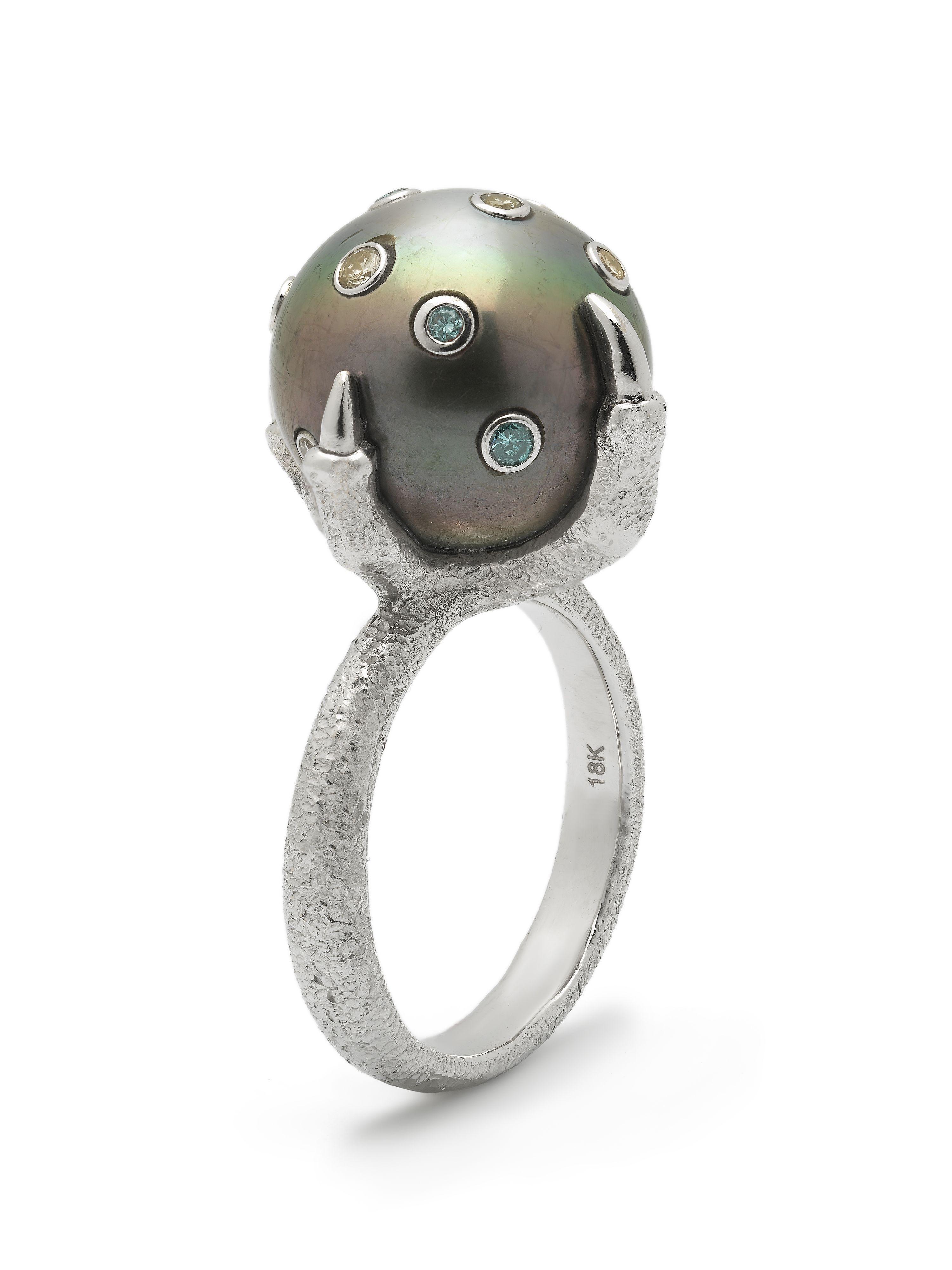 Bibi van der Velden, Baroque Pearl Collection, Tahitian Pearl Claw Ring.