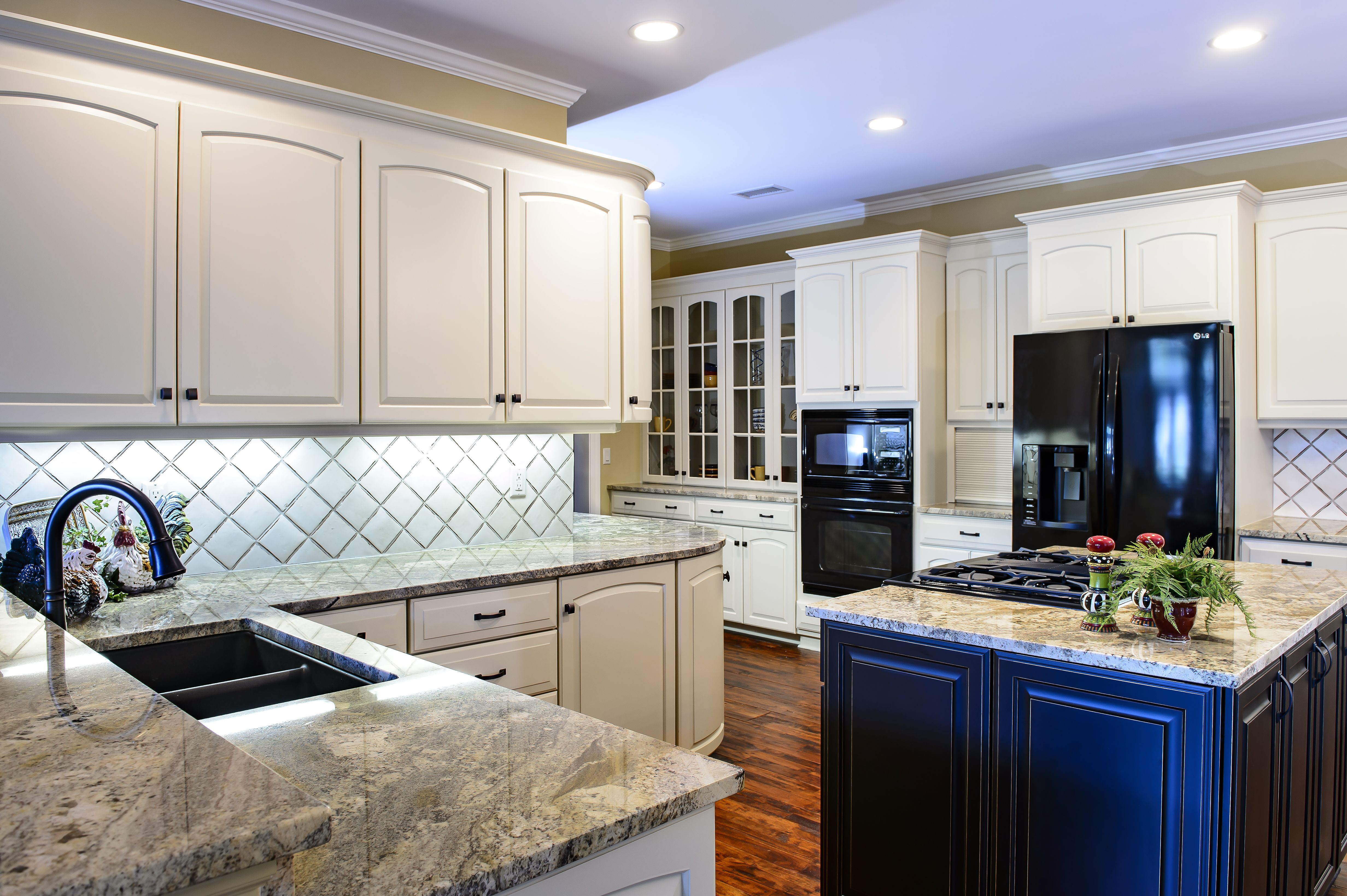 Love this kitchen very french provincial with lots of great