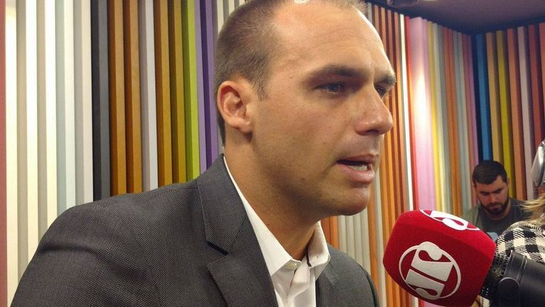 Eduardo Bolsonaro HUMILHA o Pânico http://afolhabrasil.com.br/video/eduardo-bolsonaro-humilha-o-panico/