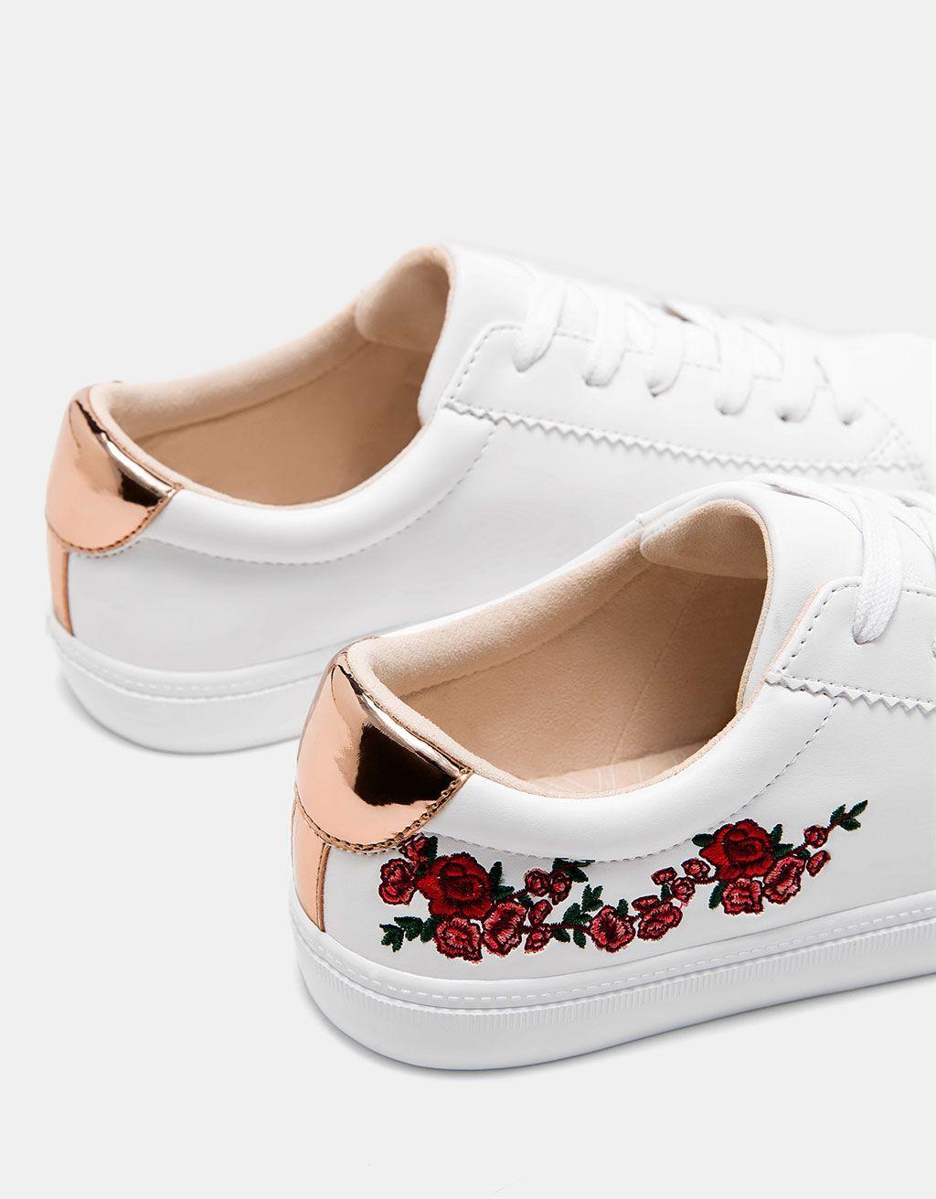 official photos dd085 f8534 These shoes are fire 🔥. Zapatilla bordado flores detalle metalizado.  Descubre ésta y muchas otras prendas en Bershka con nuevos productos cada  semana