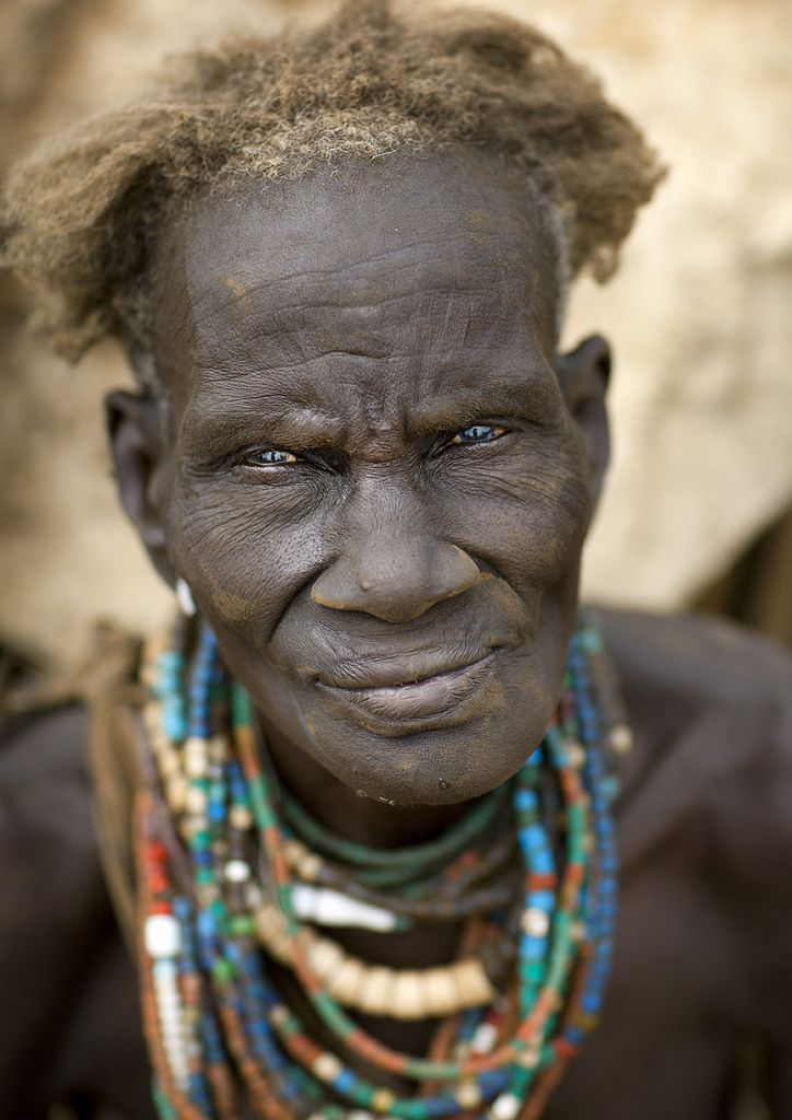 Old Dassanetch woman - Ethiopia