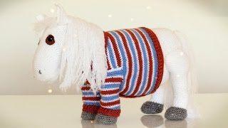 Free amigurumi crochet pony wearing a sweater video tutorial #crochet #crochetpony