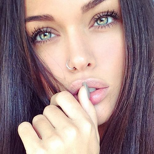 hair with black green eyes Beautiful girl