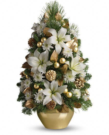 Pequena árvore de Natal decorada com flores brancas, pinhas, bolas ...