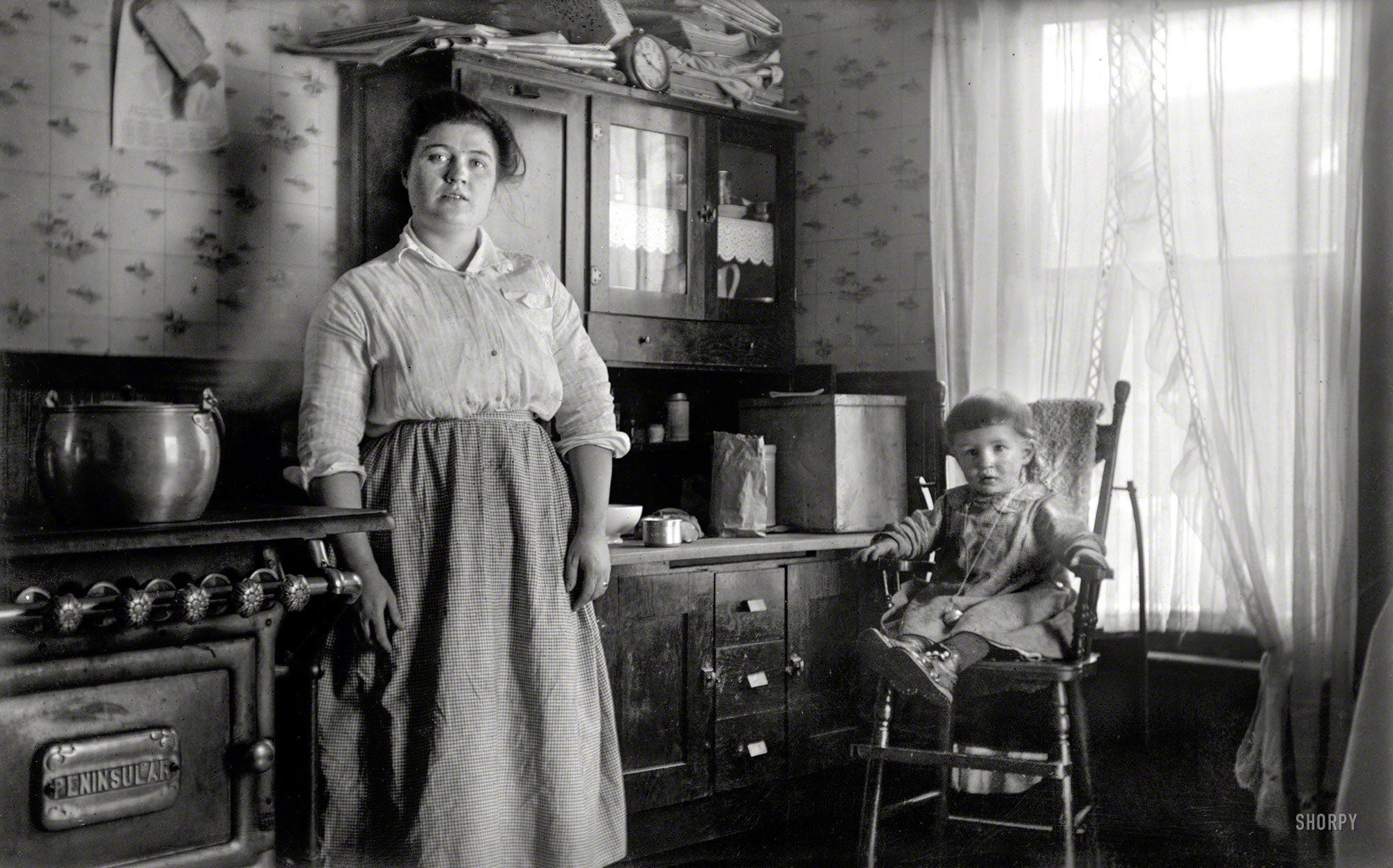 Shorpy Historic Picture Archive :: Candid Kitchen: 1910 high-resolution photo
