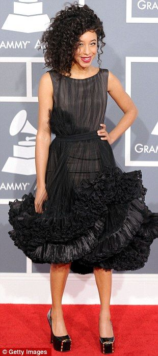 Grammys 2012: Corrine rocks this perky youthful look!