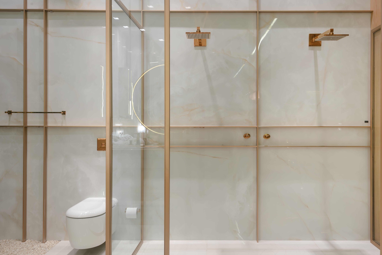Loft bedroom with no door Porcelanato Onix Bianco x no Loft da Ginasta por Daniela
