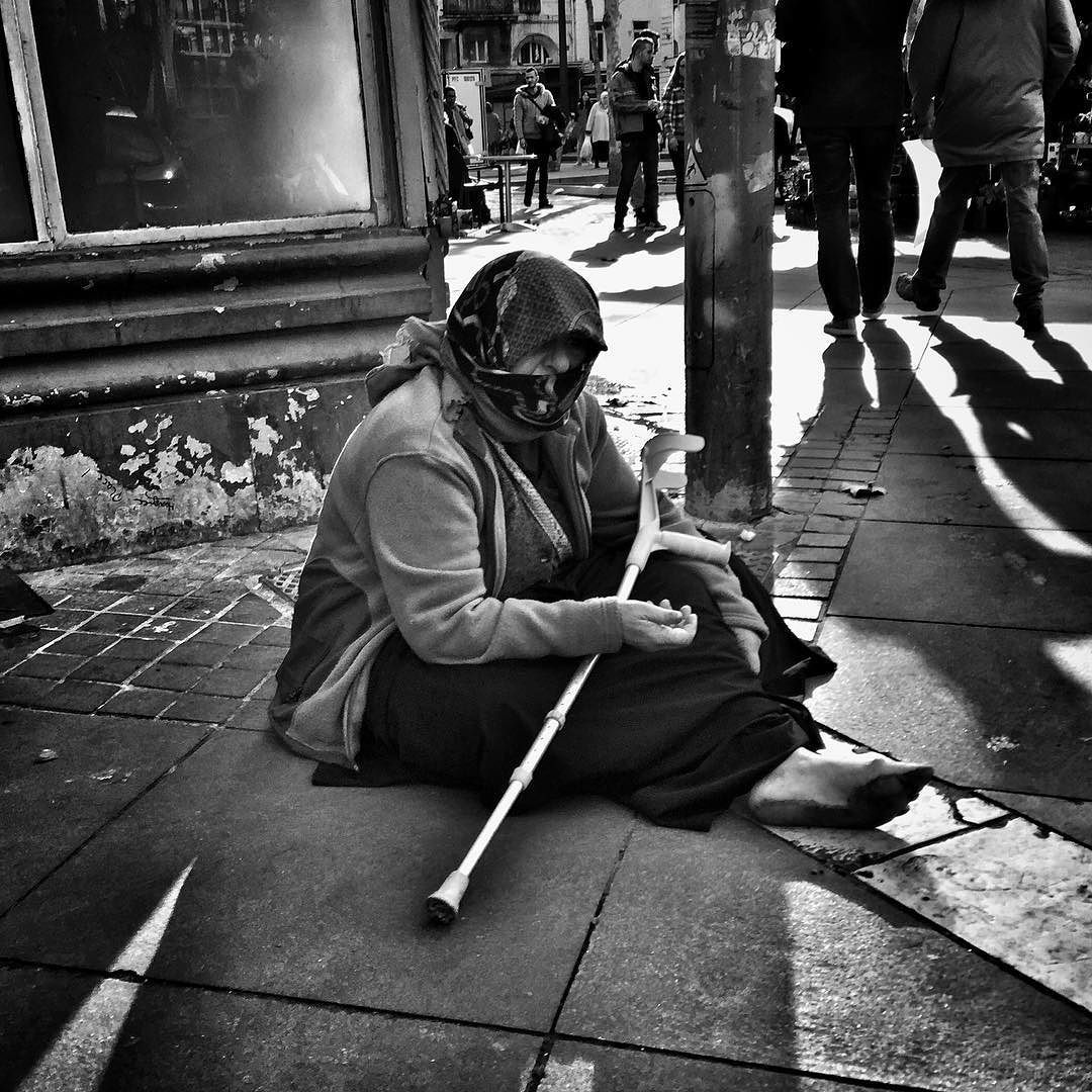En descendant la Canebiere #people of the #street #canebiere #bnwlife #bnwlovers #marseillerebelle #massalia #streetphotography #instamarseille #planetemars #laviesurmars #streetphoto