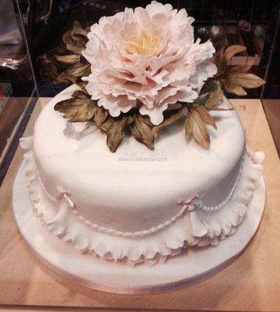 Fiori che sbocciano su torte come un risvegliarsi della primavera, dei sensi e del sapore.