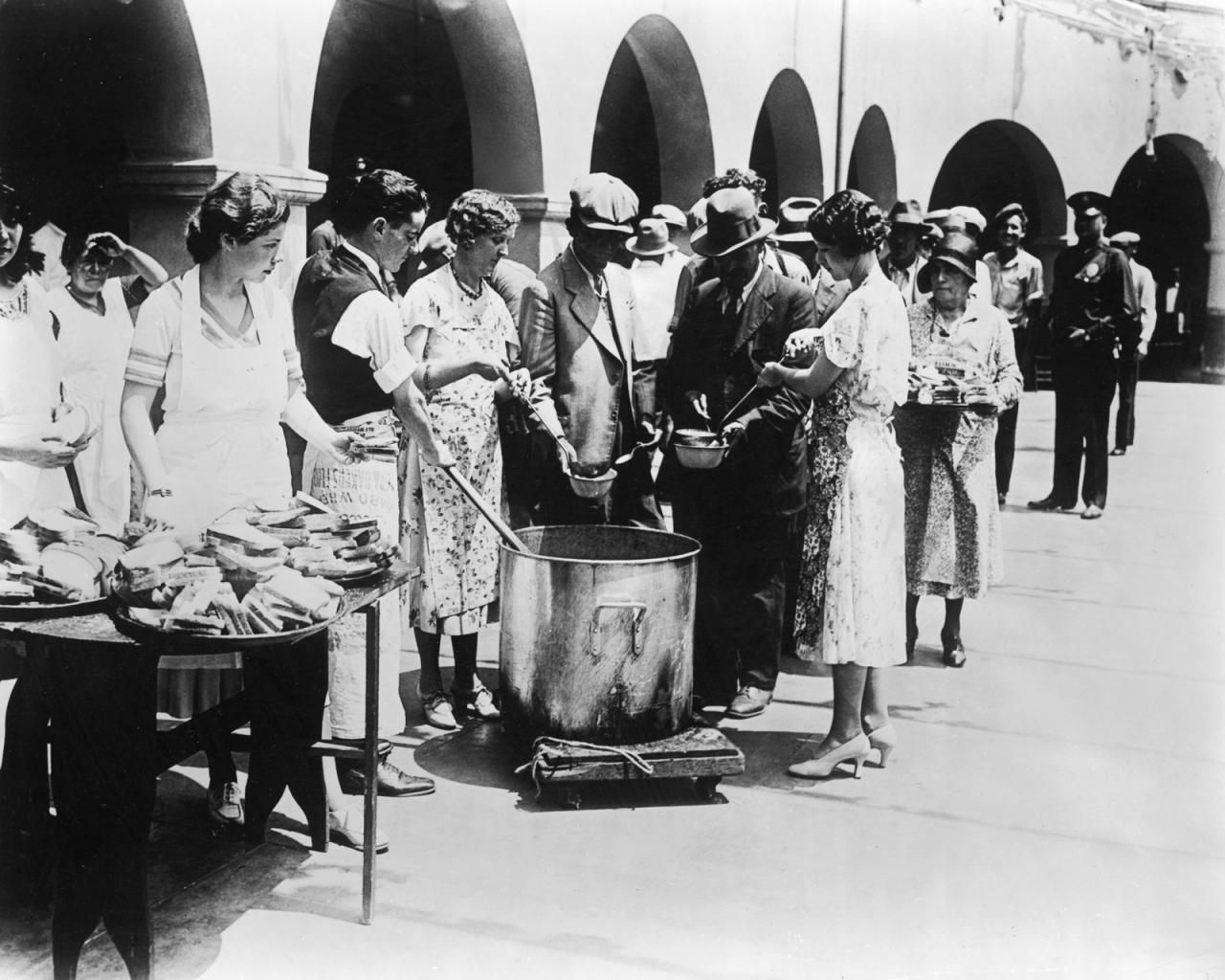 Soup and bread line the great depression pinterest for Cuisine 1930