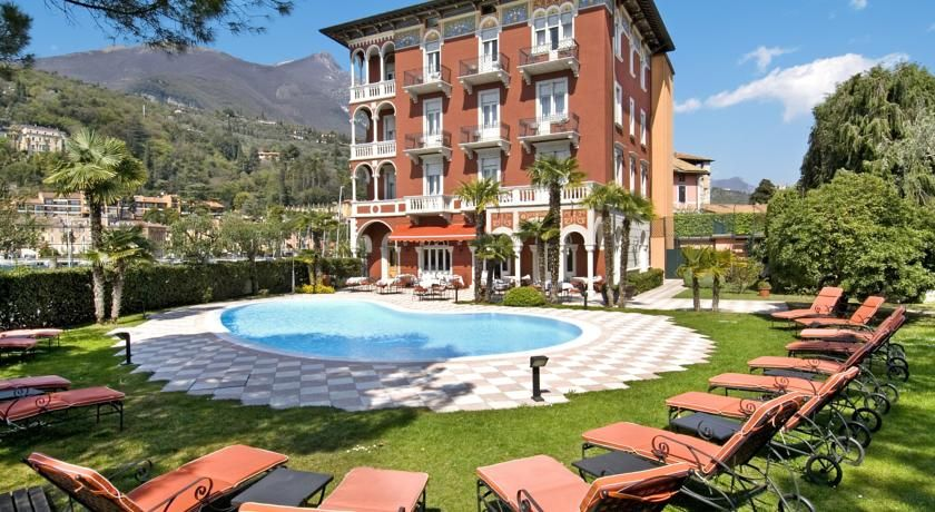 Hotel Milano Toscolano Maderno Located In Toscolano Maderno 38 Km From Verona Hotel Milano Boasts A Restaurant Bar And Free Wifi Th House Styles Mansions Outdoor