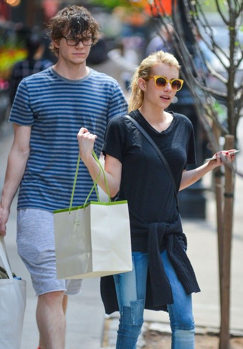 Emma roberts dating