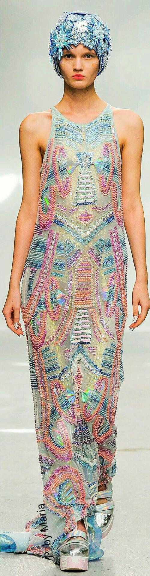 Farb-und Stilberatung mit www.farben-reich.com - Manish Arora Spring…