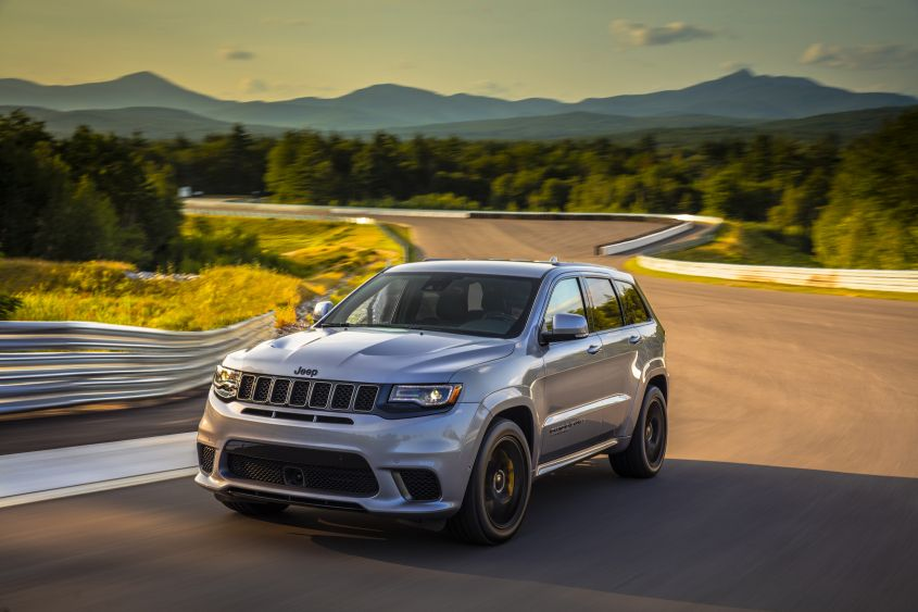 The 707 Hp Jeep Grand Cherokee Trackhawk Is A Race Car In Disguise