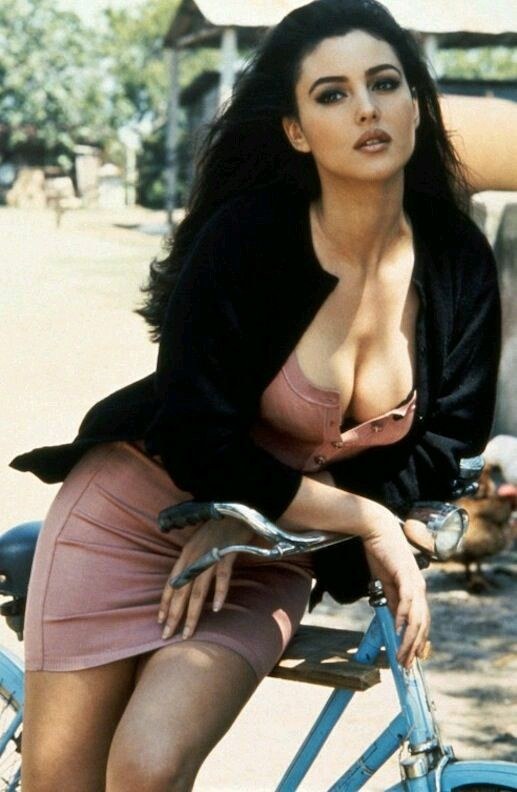 The Hollywood Star Monica Bellucci Hottest Pics Collection Where You Can See Sexy Exposed Show Of Her Beauty Her Big Mellons Are Slips And C