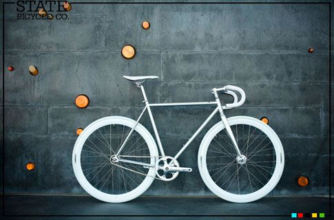 In Bicycle We Trust. Orientación Fixie de la marca State Bicycle.