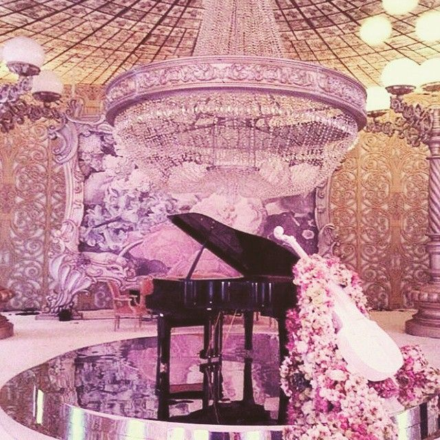 """""""How luxurious is this wedding reception!? Designed by the talented lebanese planners @gcevents !  #lebaneseweddings #weddingreception #luxurywedding…"""""""