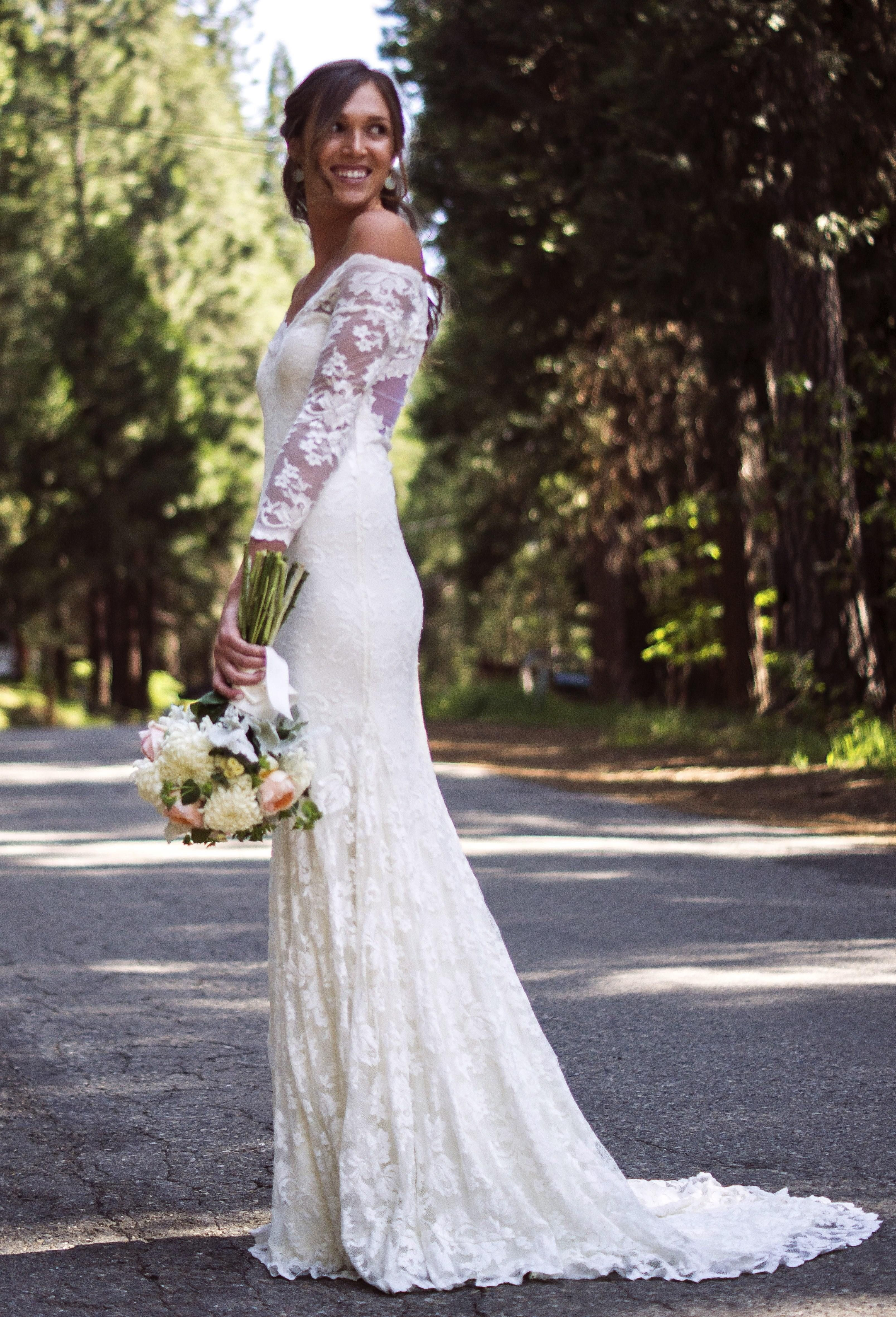 Used Olvi Style 1399 Off The Shoulders Lace Wedding Dress Size 8 For 1500 You Saved 37 Retail Find Perfect Preowned At Oncewed