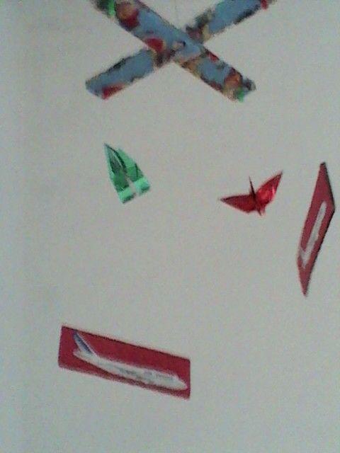 Móbile de pássáros e aviões
