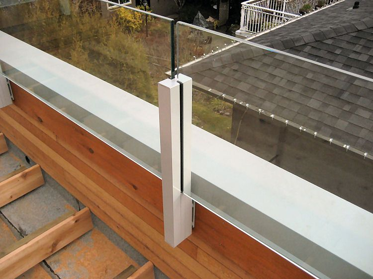 Aluminum deck railings with stainless steel cables glass