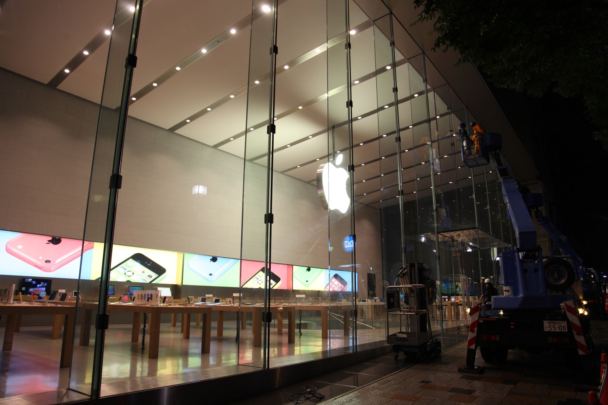 Apple shares video of Omotesando Tokyo Apple Store grand opening preparation