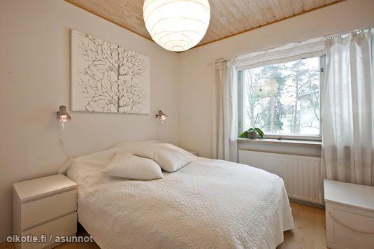 White bedroom / Valkoinen makuuhuone