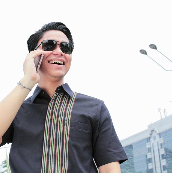 Cara Mengikat Kain Batik Pria: Jaga Kemeja Batik Pria Modern Anda Dengan Cara Berikut Ini