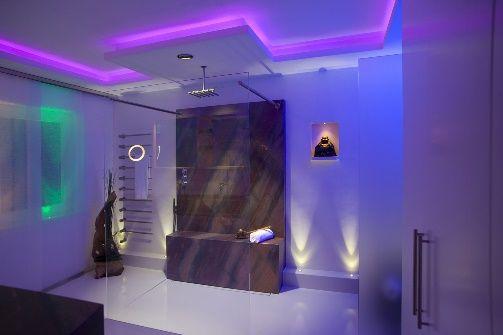 Badkamer met LED verlichting | Verlichting | Pinterest | Bathroom ...