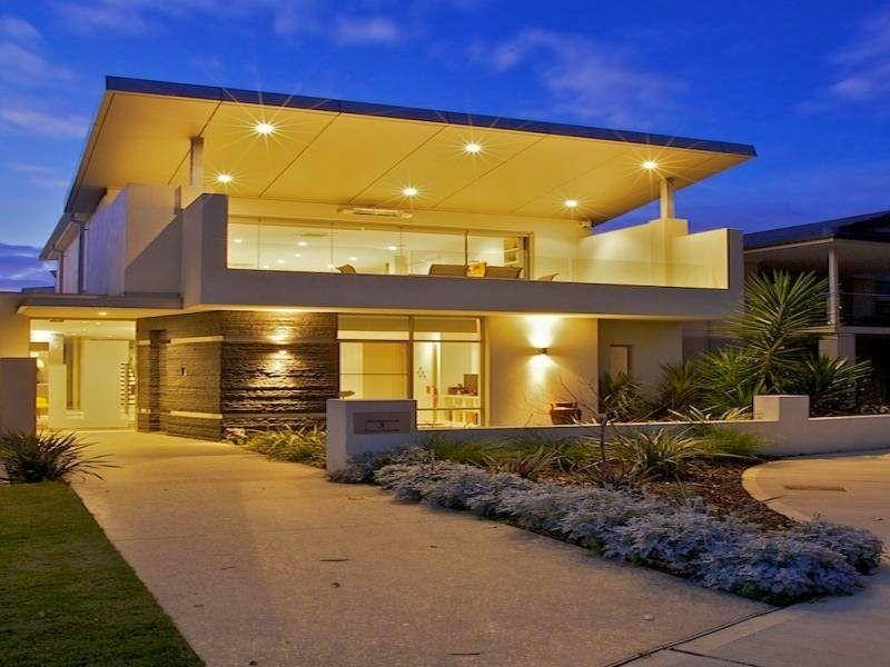 Casas modernas con terraza al frente en segundo piso for Terrazas modernas para casas
