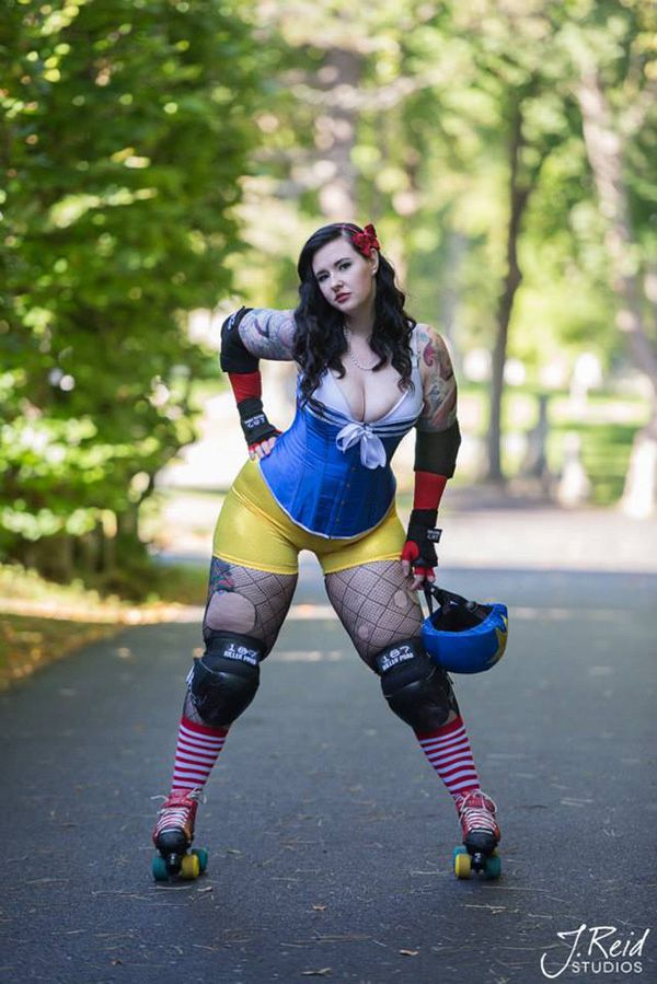 This Is A Awesome Idea Roller Derby Disney Princess I Want To