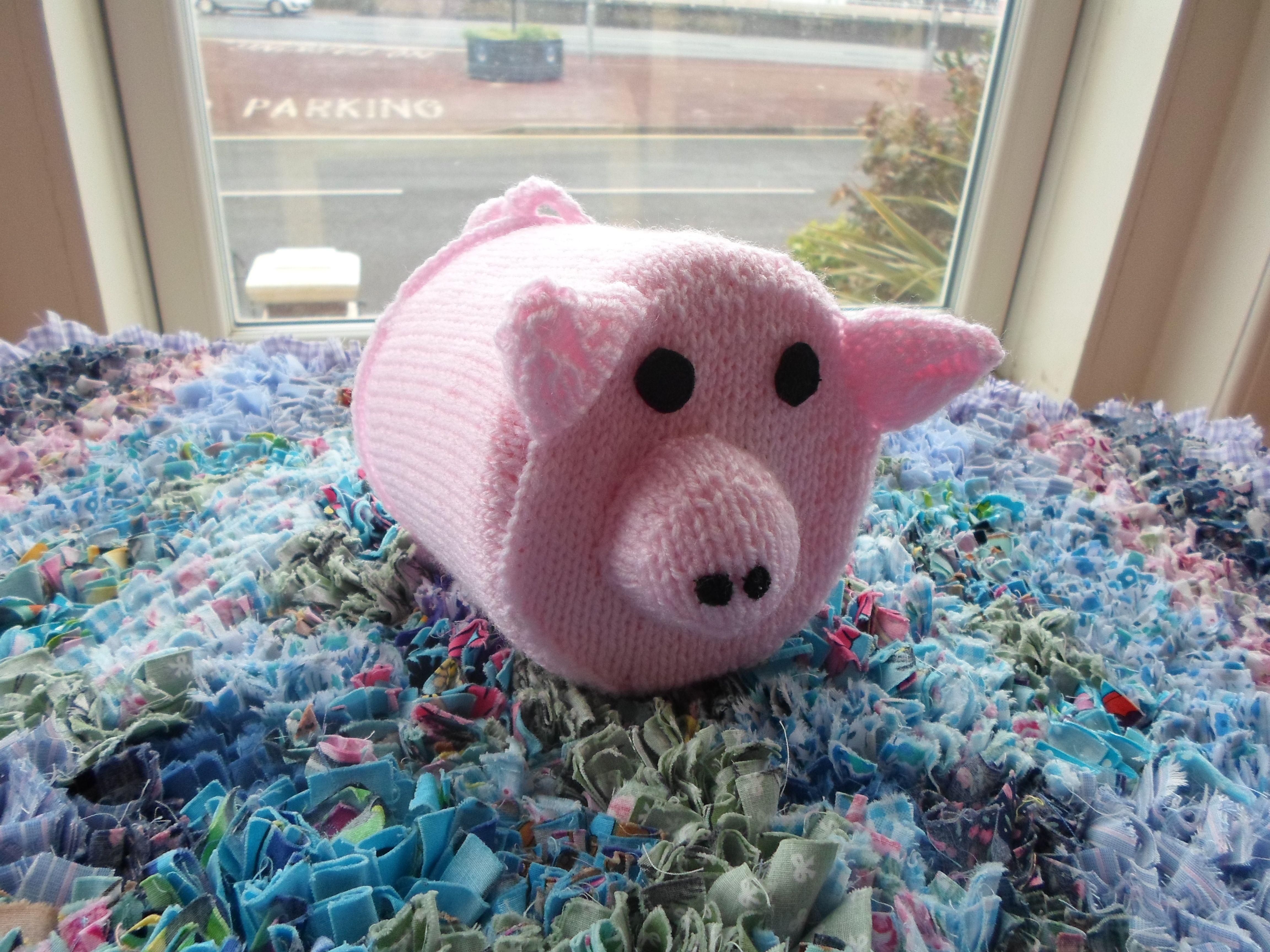 knitted pig toilet roll cover | Knitting Ideas | Pinterest | Toilet ...