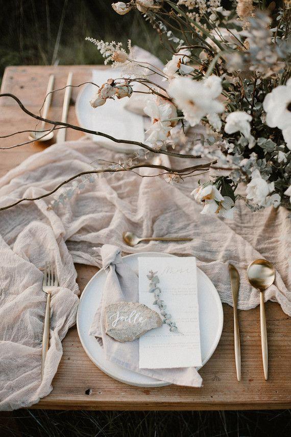 Earthy summer picnic ideas + a white bohemian dress round-up (100 Layer Cake) – Fine Art Wedding und Fine Art Hochzeitskleider
