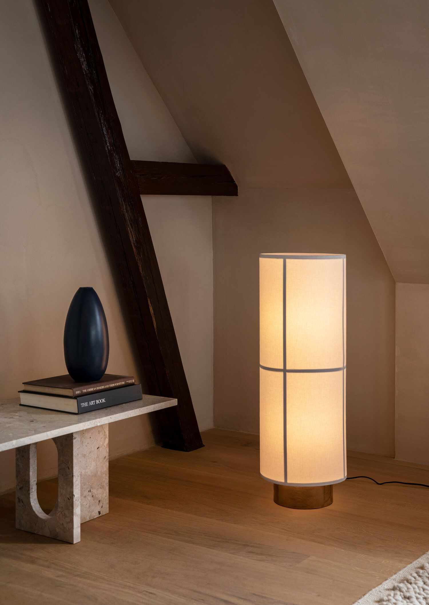 A Nordic Take On The Traditional Japanese Rice Paper Lantern Lamp Hashira April And May Em 2020 Moveis Quarto Casal Moveis Para Quarto Design