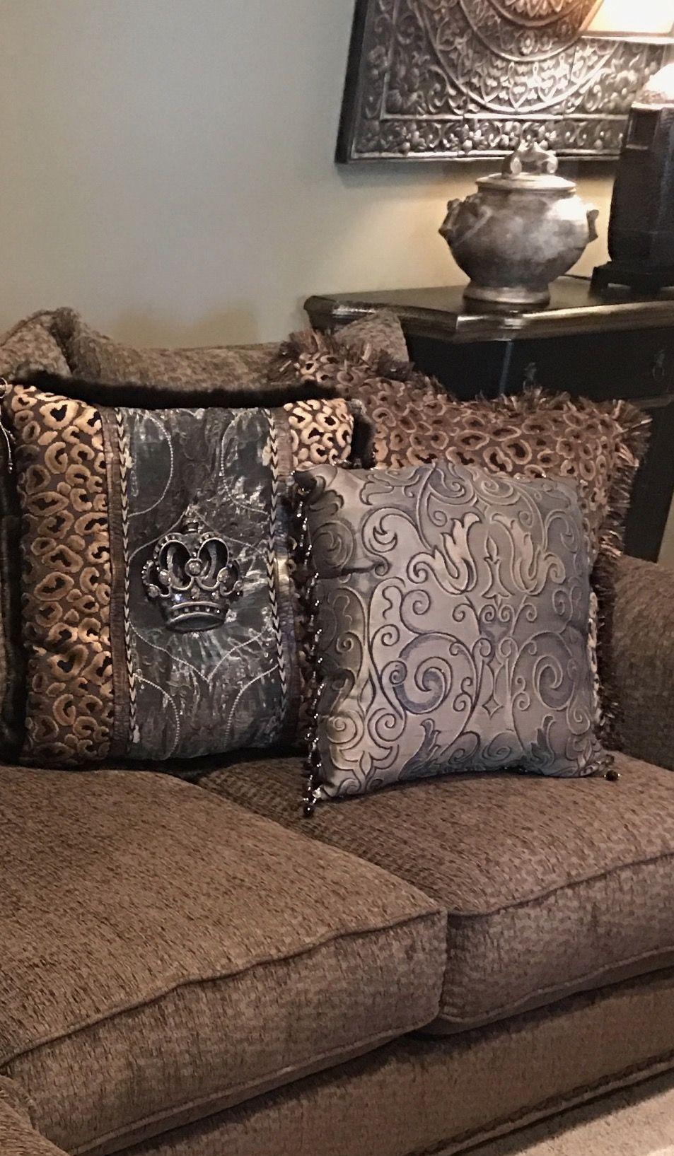decor accessories pillows schneiderman furniture s accent and decorative