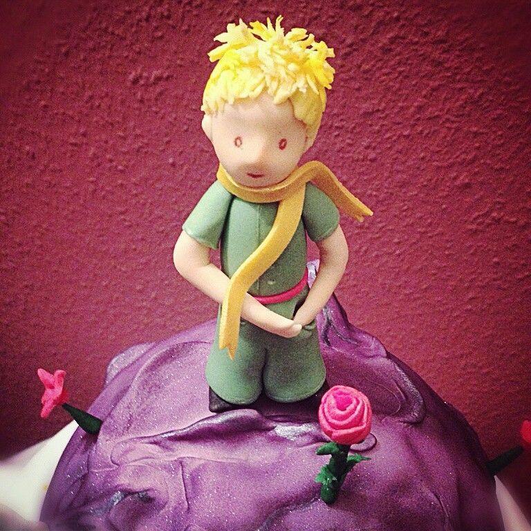 #caketopper #le_petit_prince #der_kleine_Prinz #rose #the_little_prince #made_with_love #Berlin #Kuchenkiste #sugerpaste #fondant #Asteroid #Planet #das_Wesentliche_ist_für_die_Augen_unsichtbar_Man_sieht_nur_mit_dem_Herzen_gut #Fox