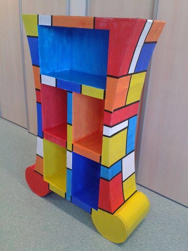 Meuble Realise Par Des Eleves De Ce2 Cm1 Meubles En Carton La Creatheque De Nadine Manualidades Con Cartulina Muebles De Carton Reciclaje Muebles