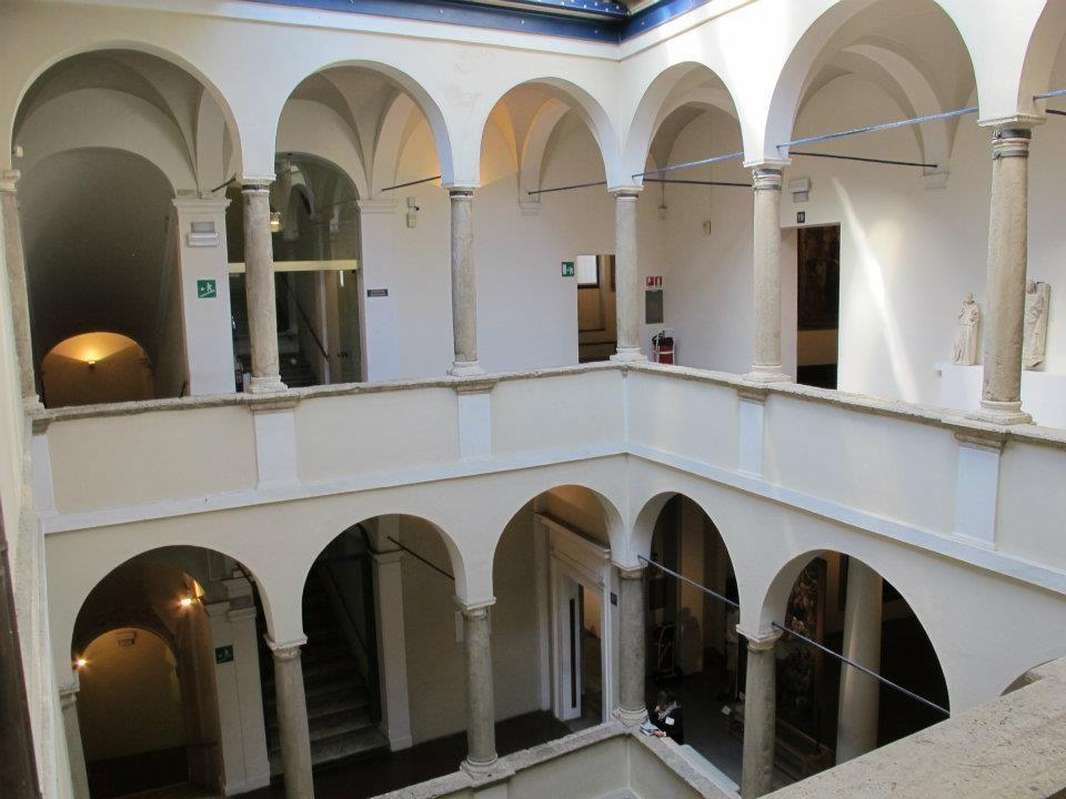 Pinacoteca Nazionale di Siena, cortile.