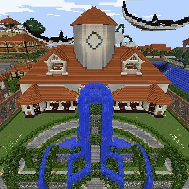 村のシンボル的な建物です 思い付く度に増改築してカオスな建物になっ