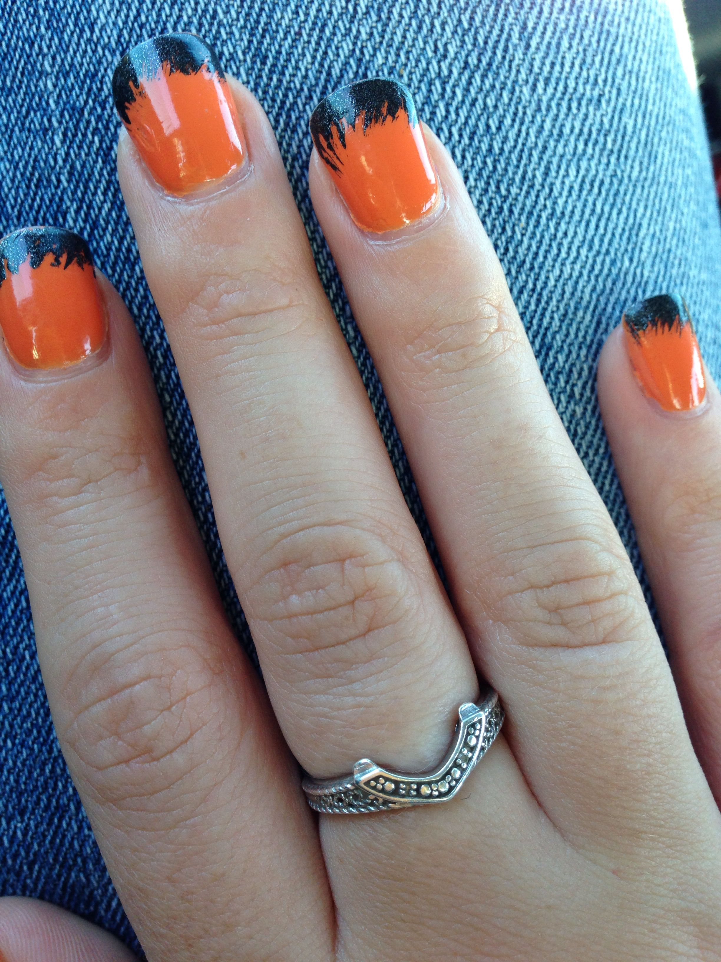 Simple Halloween Black and Orange Nails (With images ...