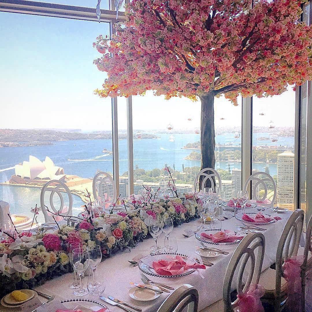 "Decoração perfeita neste mini wedding em #sydney no @shangrilasydney #regram @harboursidedecorators: ""Amazing Sydney Harbour views from Altitude Level 36 @shangrilasydney  Decor @harboursidedecorators planned and styled by @xpweddings . . . . . #sydneyharbour #cherryblossom #channelchairs #sydneywedding #luxurywedding #casamento #destinationwedding #love #noiva #bridal #bride #weddingdecor #decor #instagood #vscocam #inspiration #australia #wedding"