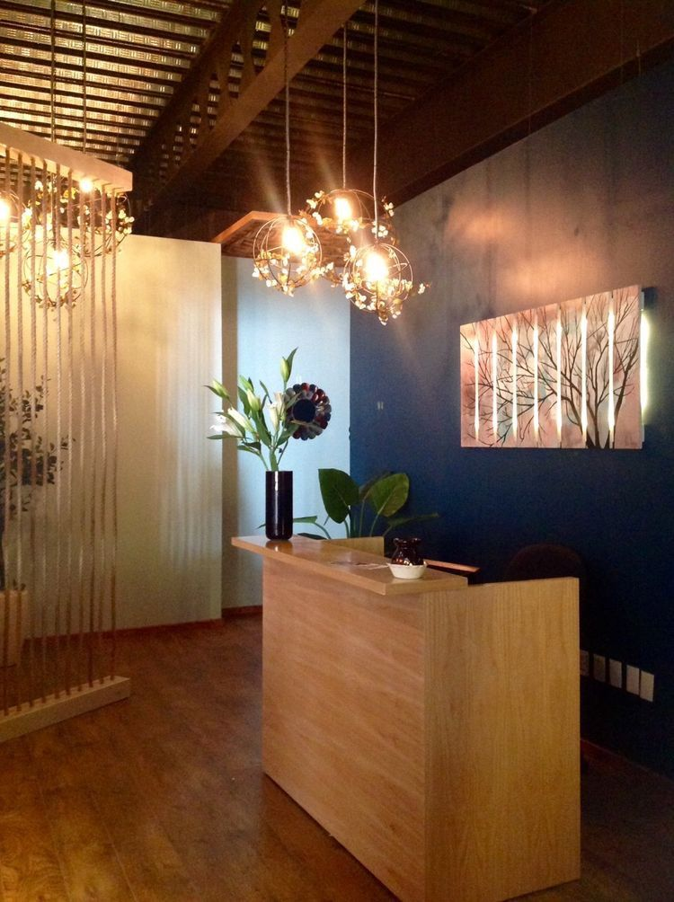 Massage Therapy Room Design Ideas: Bellísima Spa Reception! La Luz, La Madera Crean Un