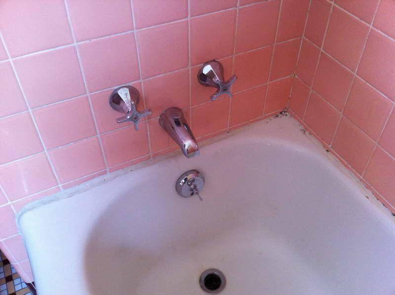 Caulk a Bathtub With Wall Ceramic Pink