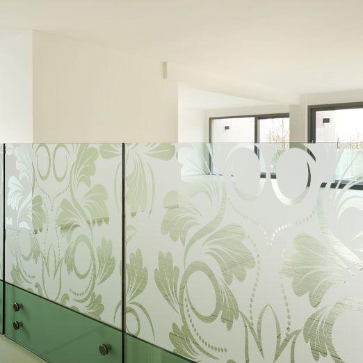 Décoration de vitre effet verre dépoli au motif fleur baroque