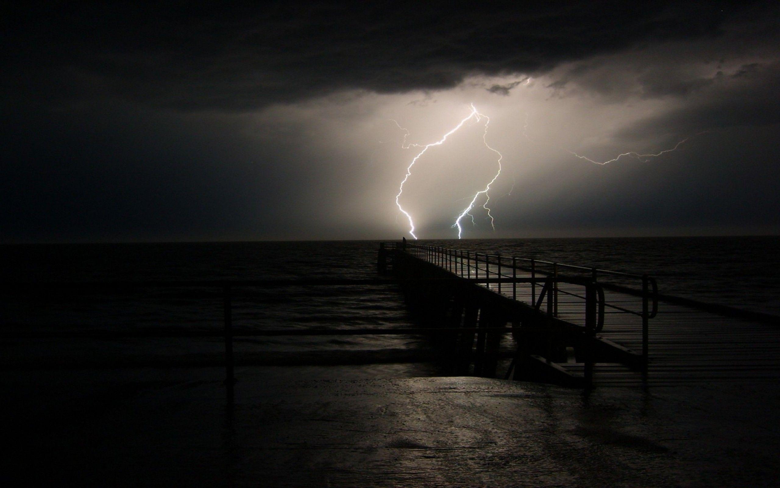 Bildresultat för stormigt hav åskväder